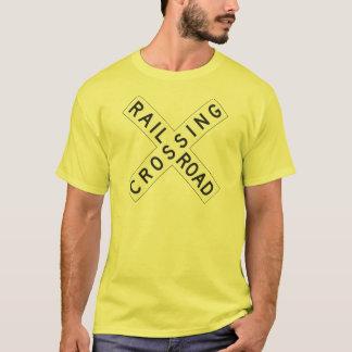 T-shirt do cruzamento de estrada de ferro