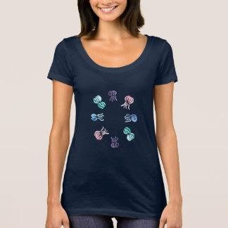 T-shirt do pescoço da colher das mulheres dos