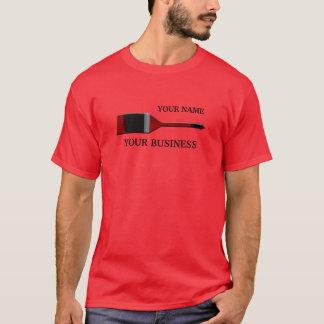 T-shirt do vermelho do pincel do pintor