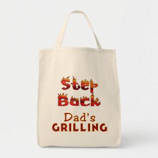 T-shirt e presentes do churrasco do pai traseiro bolsa
