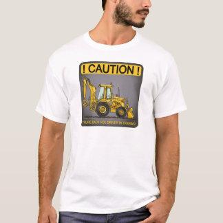 T-shirt futuro dos homens do motorista do Backhoe