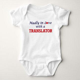 T-shirt Louca no amor com um tradutor