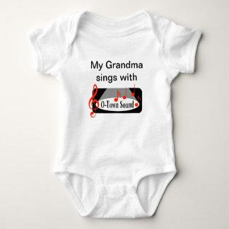 "T-shirt ""Minha avó canta com """