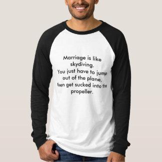 T-shirt O casamento é como skydiving.