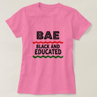 T-shirt preto e educado de BAE