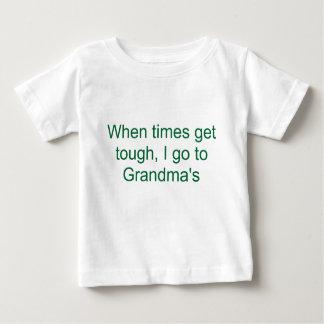 T-shirt Quando os tempos obtêm resistentes, eu vou à avó