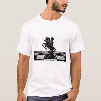 T-shirt romano da xadrez do cavaleiro