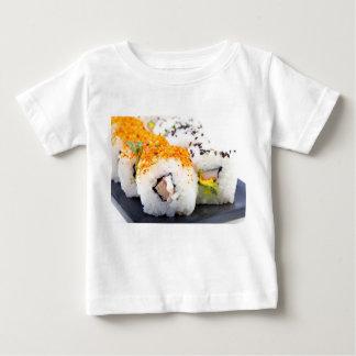 T-shirt Sushi em uma placa