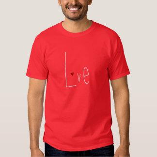 T-shirt vermelho dos homens do coração do amor