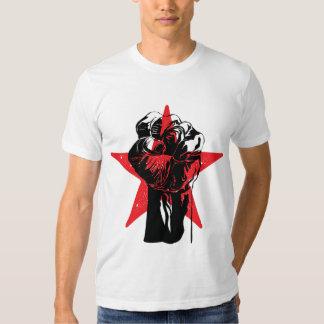 T-shirt vermelhos de Ernesto Che Guevara do punho