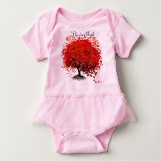 T-shirt vermelhos do casamento da árvore