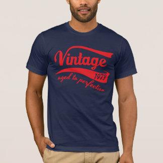 T-shirt vintage 1973 envelhecido ao presente de