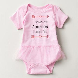 """T-shirts """"A adição a mais nova"""" para os bebés"""