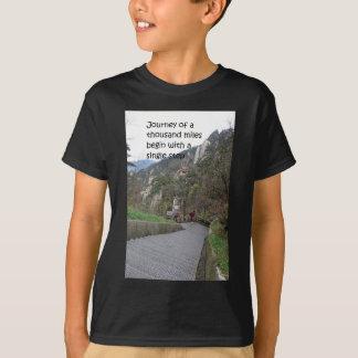 T-shirts A viagem de mil milhas começa com a única etapa