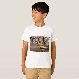 T-shirts Amsterdão, canal, barco de madeira dos calçados