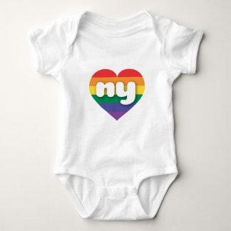 T-shirts Coração do arco-íris do orgulho gay de New York -