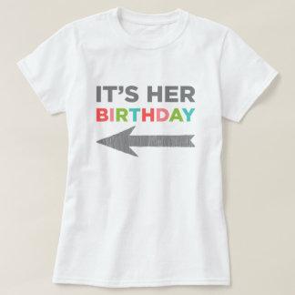 T-shirts É seu aniversário (a seta direita)