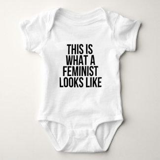 T-shirts Este é o que uma feminista olha como - feminismo