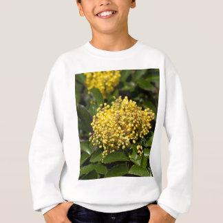 T-shirts Flores de um arbusto da uva de Oregon