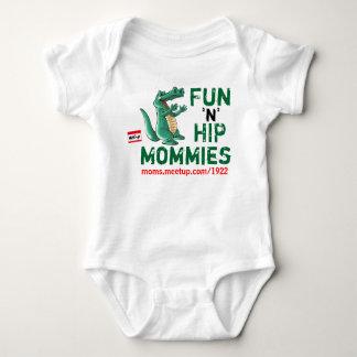 T-shirts mães ancas de um divertimento n de 6-12 meses -