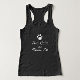 T-shirts Mantenha a calma e o Meow sobre