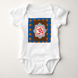 T-shirts Mantra OMmantra de OM no professor da ioga da
