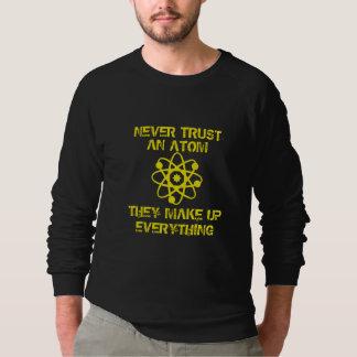 T-shirts Nunca confie um átomo