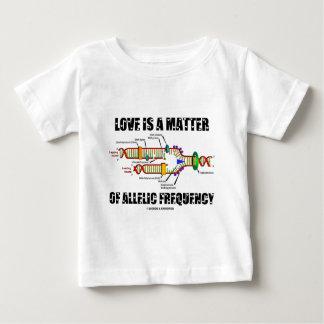T-shirts O amor é uma matéria da freqüência Allelic (o ADN)