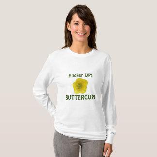 T-shirts Pucker acima do botão de ouro