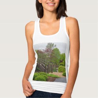 T-shirts Stroll nebuloso do jardim do dia