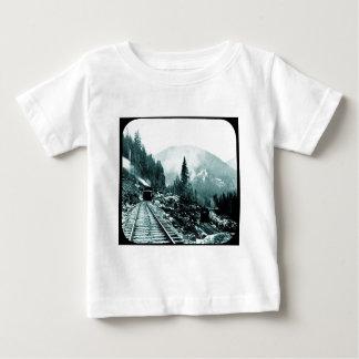 T-shirts Treina um Comin e uma corrediça de lanterna mágica