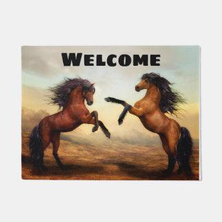 Tapete Buckskin e cavalos de baía de elevação bonitos
