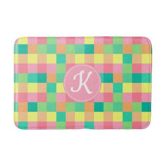 Tapete De Banheiro Checkboard Pastel colorido com monograma feito sob