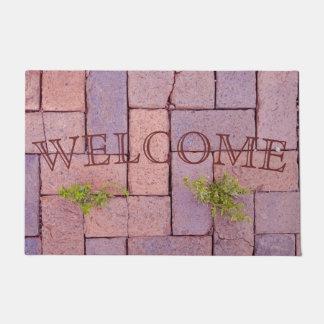 Tapete Pedras de pavimentação e ervas daninhas na