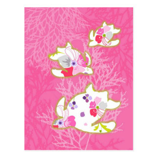 Tartaruga de mar no fundo cor-de-rosa cartão postal