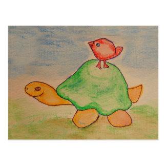 Tartaruga e pássaro que vão para uma caminhada cartão postal