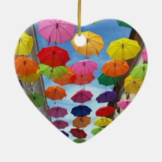Telhado dos guarda-chuvas ornamento de cerâmica coração