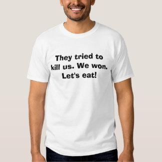 Tentaram matar-nos. Nós ganhamos. Deixe-nos comer! Tshirt