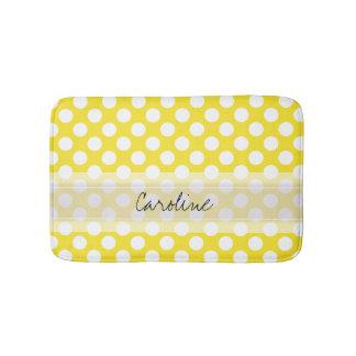 Teste padrão de bolinhas na moda branco amarelo do tapete de banheiro