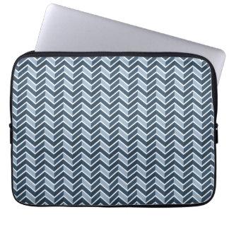 Teste padrão de Chevron dos azuis marinhos Capa Para Laptop