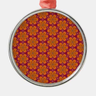Teste padrão de flor do coração ornamento redondo cor prata