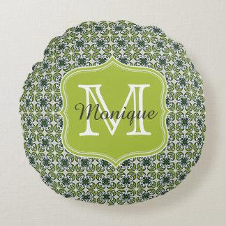 Teste padrão de flores verde do monograma almofada redonda