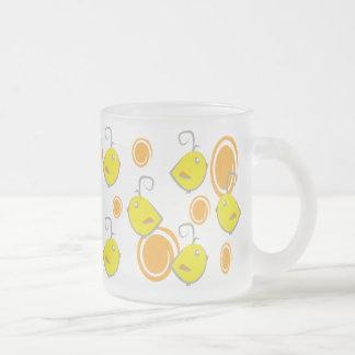 teste padrão do amarelo do pássaro de bebê caneca de vidro fosco