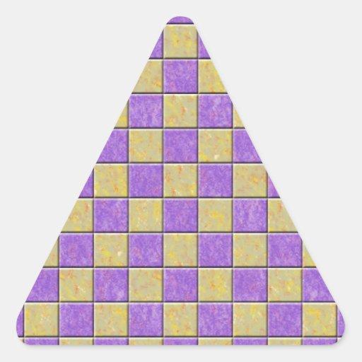 Teste padrão dos azulejos de mosaico roxo e adesivos em forma de triângulo