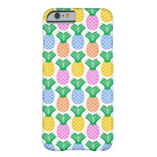 Teste padrão moderno colorido do abacaxi capa barely there para iPhone 6