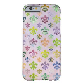 Teste padrão na moda da flor de lis da pintura da capa iPhone 6 barely there