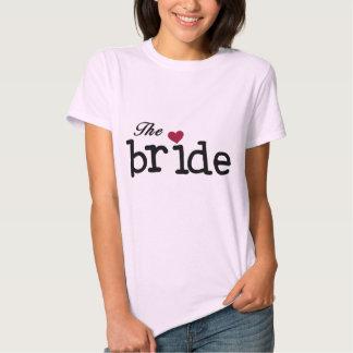 Texto preto o camiseta e os presentes da noiva