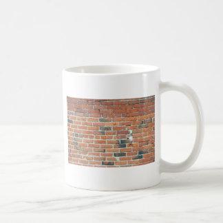 Textura da parede de tijolo vermelho do vintage caneca de café
