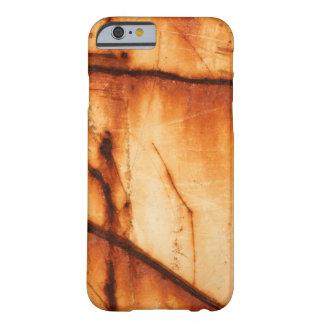 Textura oxidada alaranjada do metal capa barely there para iPhone 6