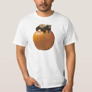 Texugo de mel feliz do Dia das Bruxas Tshirt